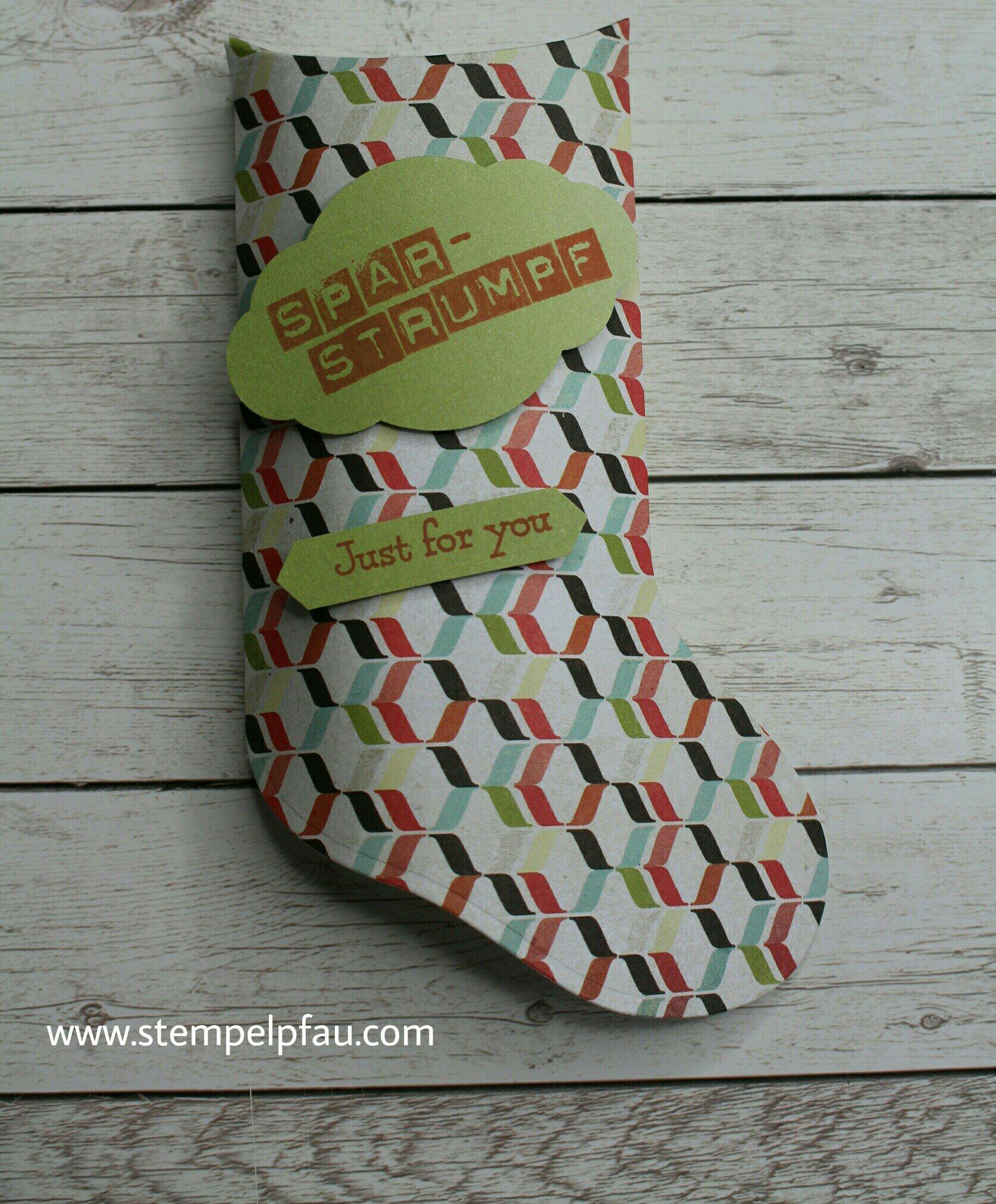 Sparstrumpf aus Papier. Die Framelits von Stampin up für die Weihnachtssocke sind toll.