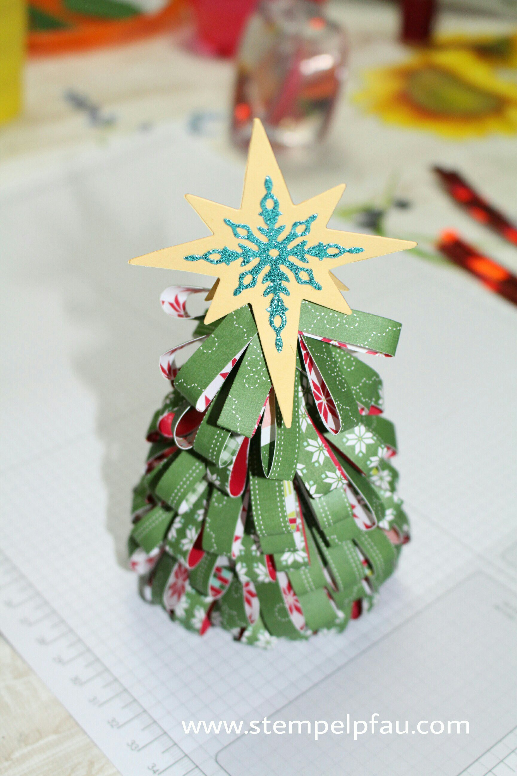 Tannenbäumchen mit Designerpapier von Stampin' Up! gestaltet. Kreativ mit Kids.