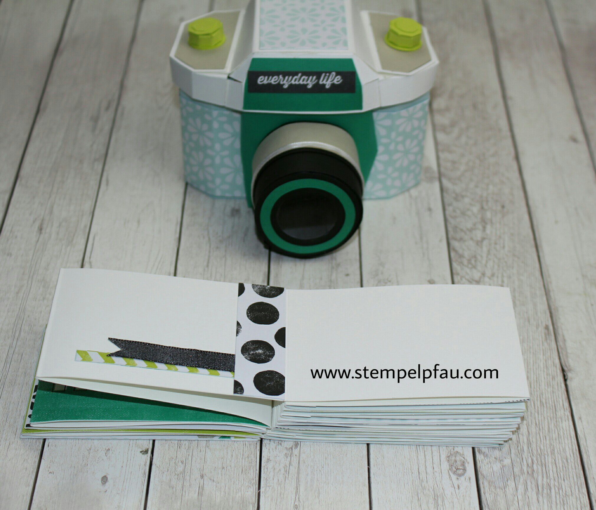 Materialpaket Kamera und Album. Stampin' Up! Produkte verwendet. Ein tolles Geschenk