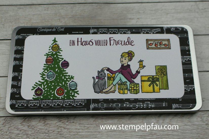 Geburtstag kurz vor Weihnachten. Die Metalldose perfekt zum Ereignis coloriert