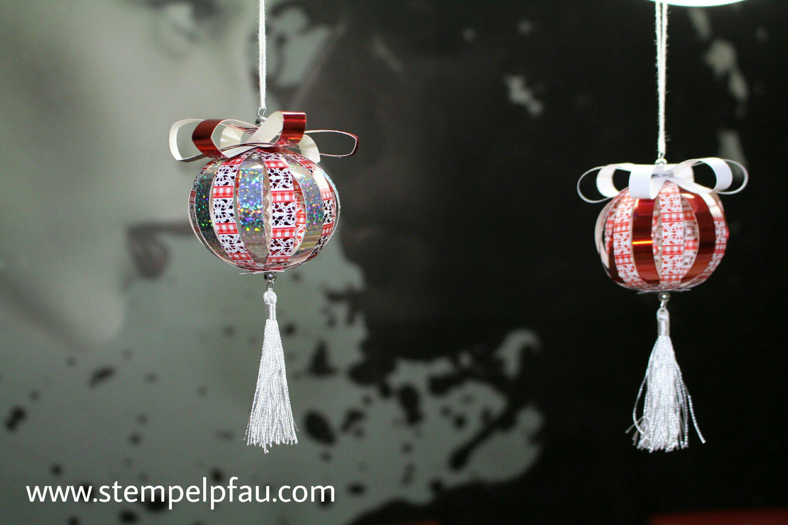 Weihnachtliche Dekoration mit den Bastelkindern gestaltet. Weihnachtliche Paperballs.