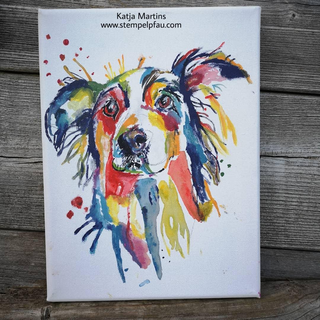 Hund in Bunt gemalt von meinem Sohn. Stempelpfau